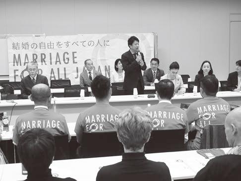 「第1回マリフォー国会」であいさつする石川大我氏(中央)=昨年11月19日、衆議院第2議員会館